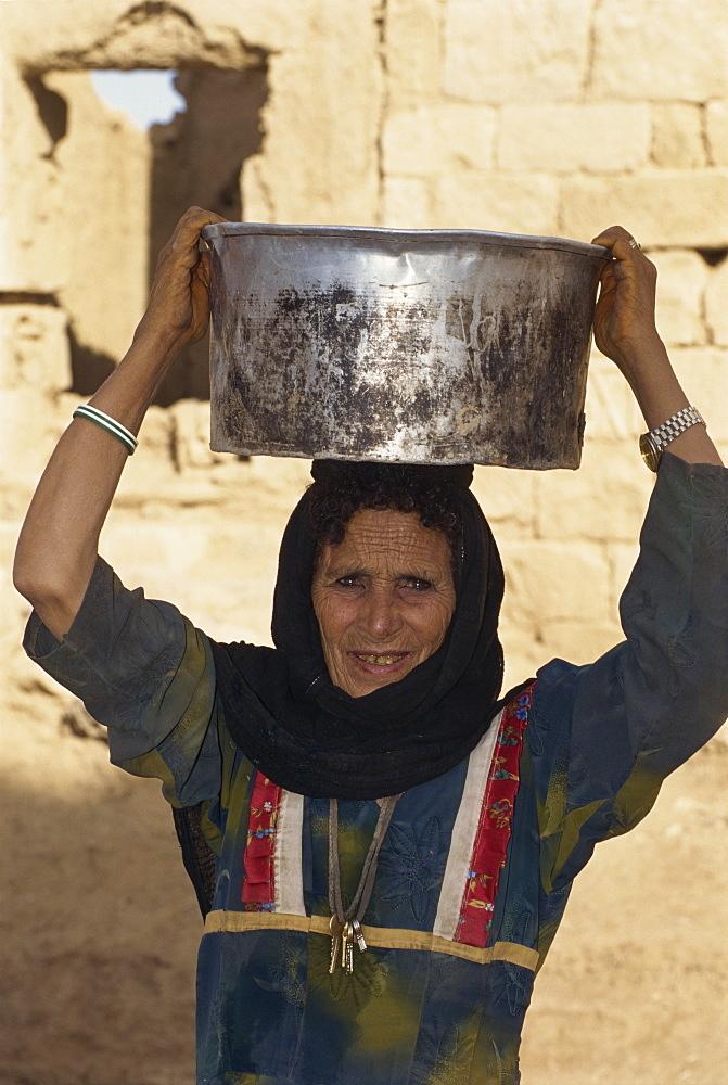 Bedouin woman carrying a metal pot on her head, Marib, Rub al Khali, Yemen, Middle East