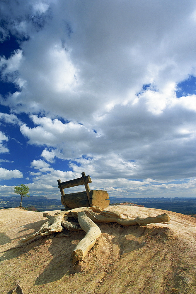 Wooden seat on the rim of the Amphitheatre, in the Bryce Canyon National Park, Utah, United States of America, North America
