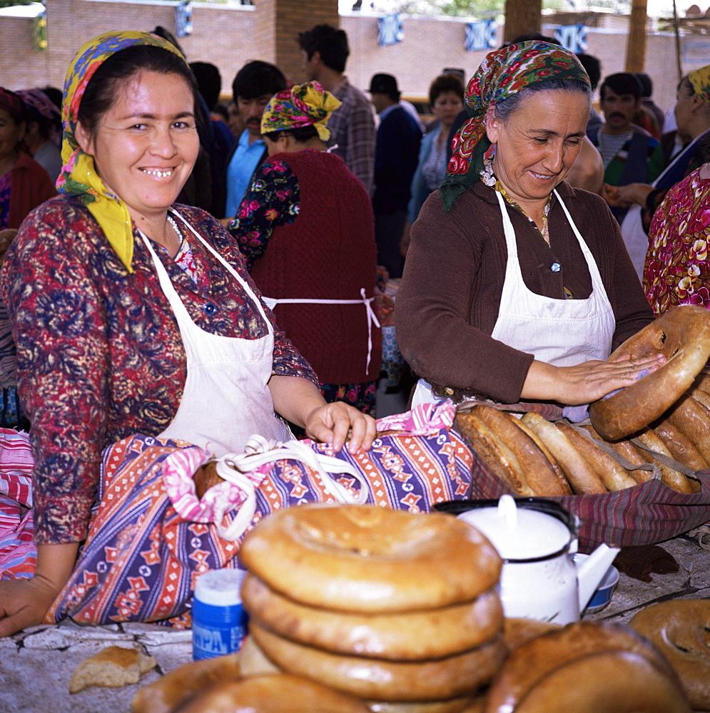 Bread stall, Central Market, Samarkand, Uzbekistan, C.I.S., Central Asia, Asia