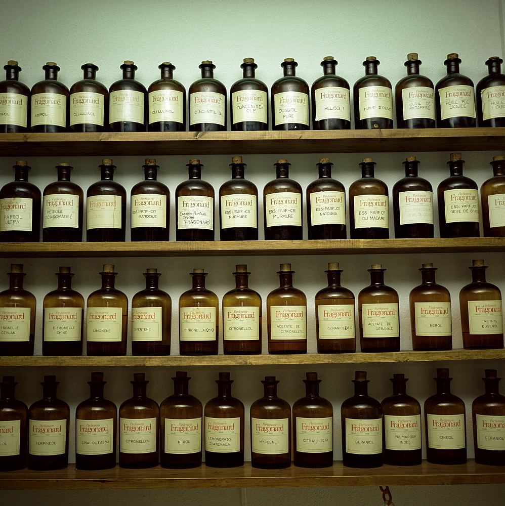Shelves of old essence bottles, Parfumerie Fragonard, Grasse, Alpes Maritimes, Provence, France, Europe