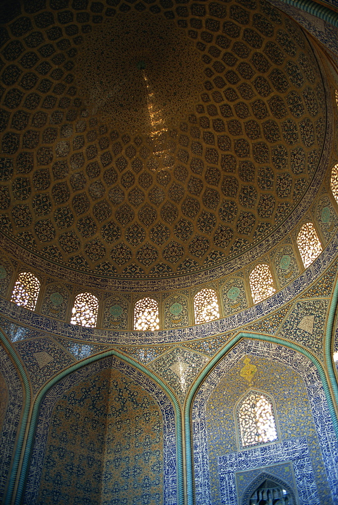 Interior of Sheikh Lotfollah mosque built between 1602 and 1619, Isfahan, Iran, Middle East - 391-5009