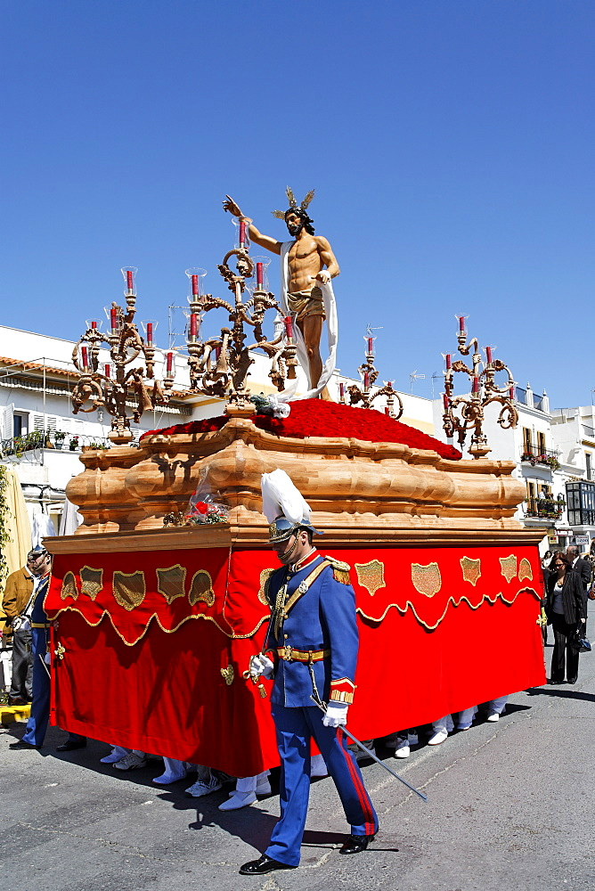 Float of resurrected Jesus, Easter Sunday procession at the end of Semana Santa (Holy Week), Ayamonte, Andalucia, Spain, Europe - 391-7669