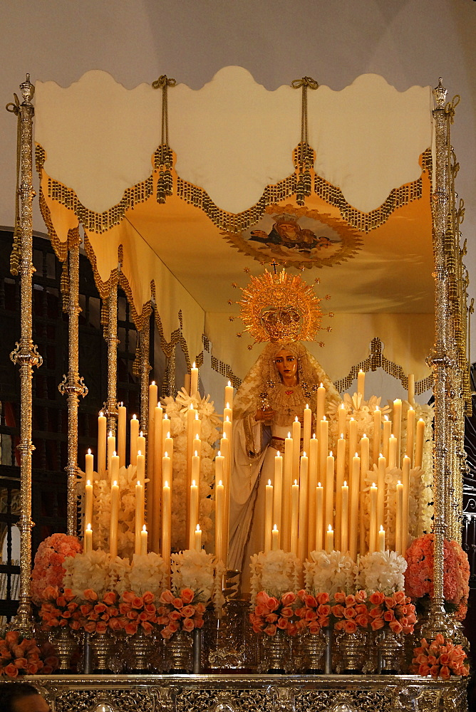 Float of the Virgin Mary, Easter Sunday procession at the end of Semana Santa (Holy Week), Ayamonte, Andalucia, Spain, Europe - 391-7671
