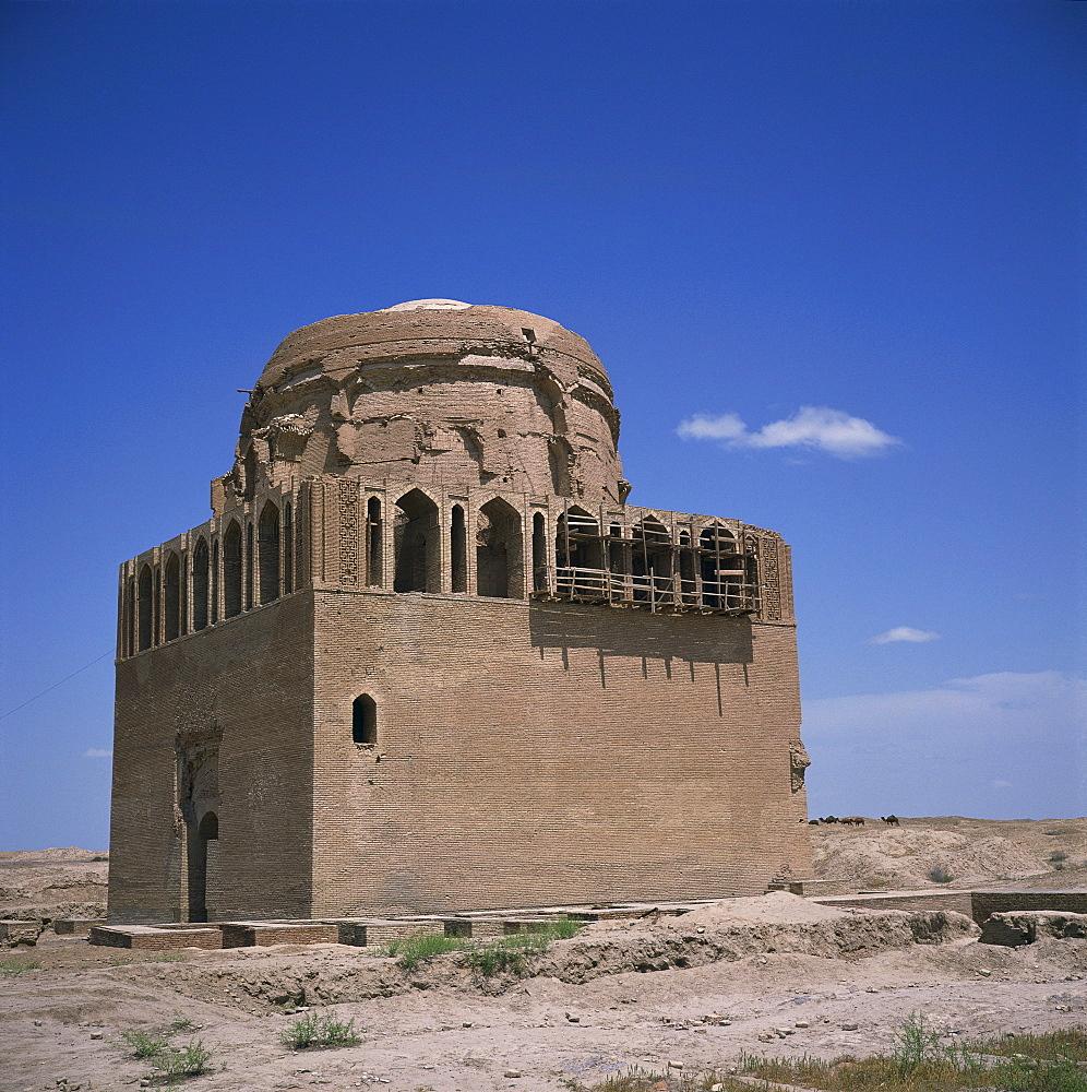 The mausoleum of Sultan Sandjar, 1140-50, in Old Merv, UNESCO World Heritage Site, Turkmenia, Central Asia, Asia