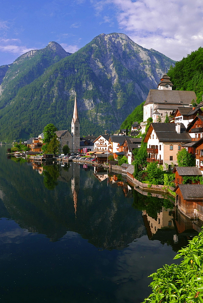 Town of Hallstatt, UNESCO World Heritage Site, on Lake Hallstatt, Salzkammergut, Upper Austria, Austria, Europe