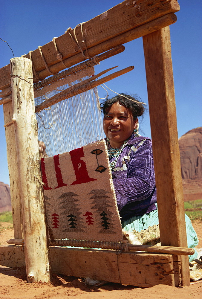 Navajo woman weaving carpet, Monument Valley, Arizona, United States of America, North America - 399-1204