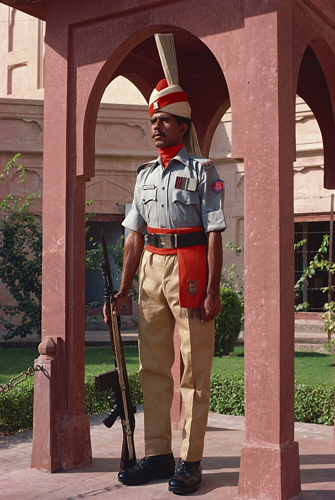 Guard of honor, Pakistan Rangers regiment, guards the tomb of National Poet Sir Muhammed Iqbal outside Badshahi Mosque, Lahore, Punjab, Pakistan, Asia