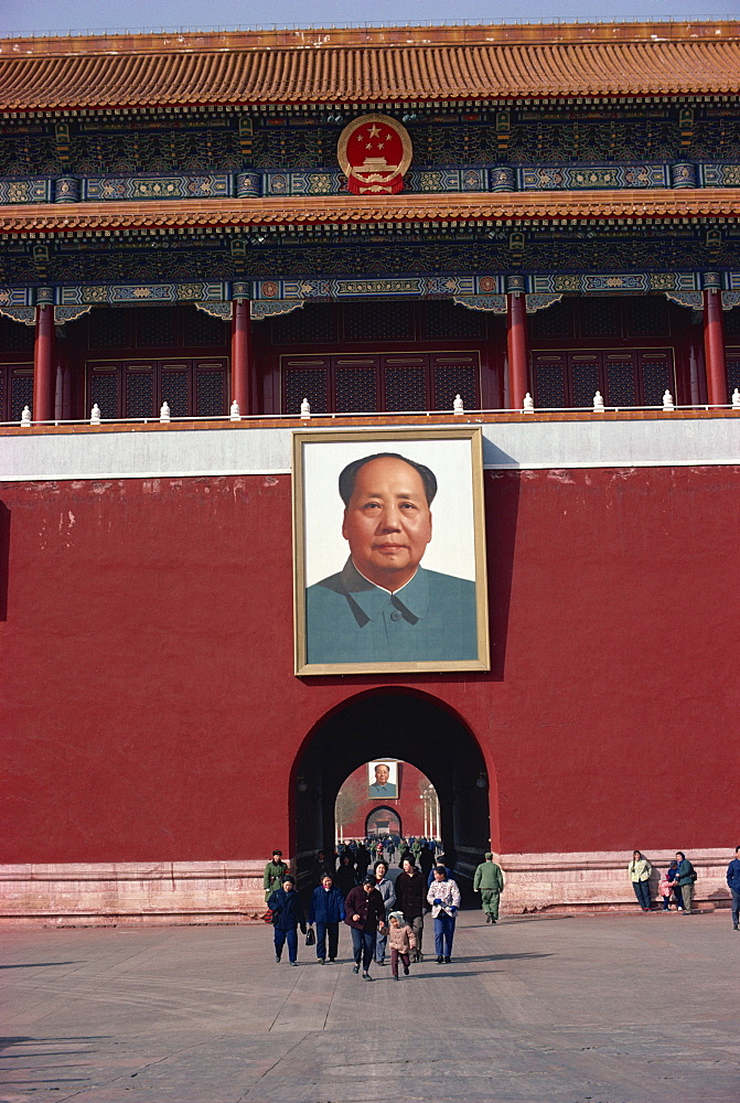 Huge portrait of Mao Tse Tung at the Forbidden City, Beijing, China, Asia