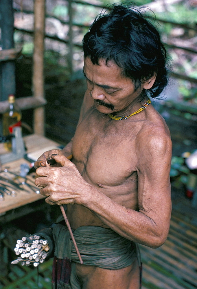 Penan Man making blowpipe darts, Mulu expedition, Indonesia, Asia