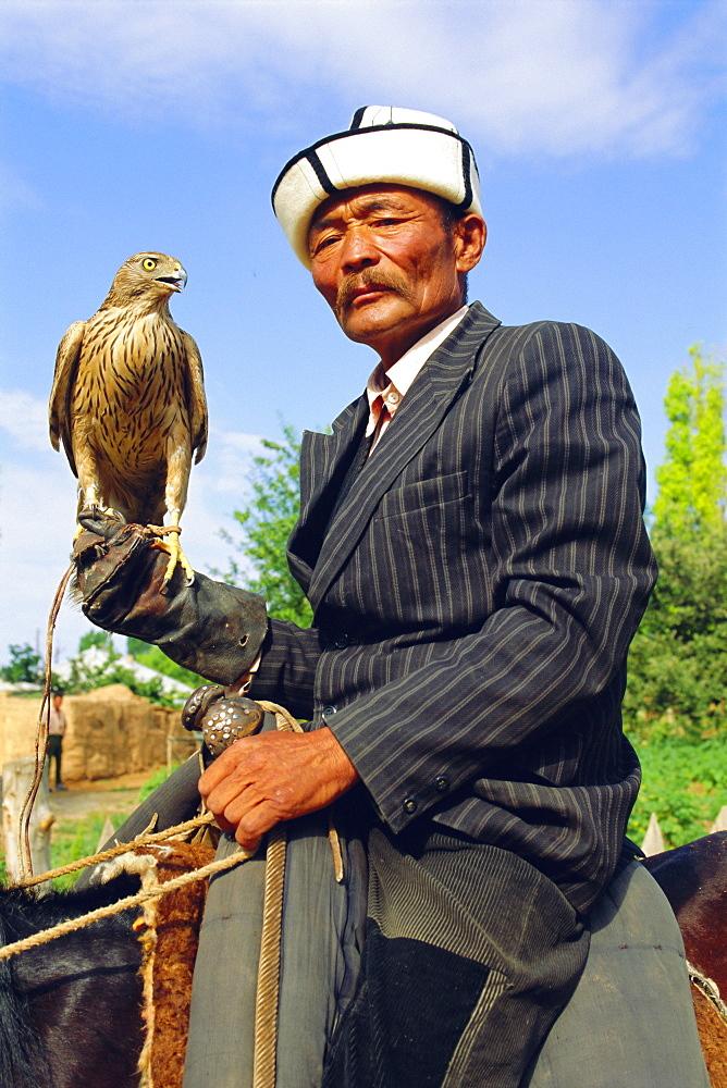 Man with his goshawk, Otoraigur near Balikchi, Kyrgyzstan, Central Asia