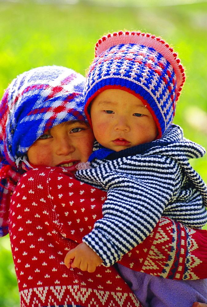 Children, Altyn-Arashan near Kara-Kol, Kyrgyzstan, Central Asia