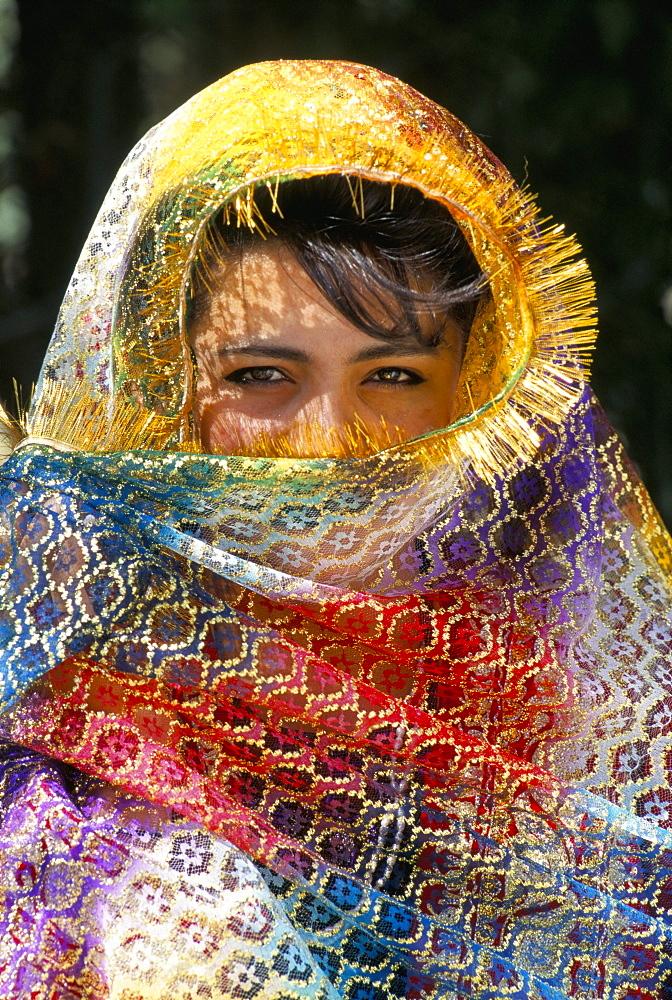 Uzbek girl, guest at a wedding, Bukhara, Uzbekistan, Central Asia, Asia