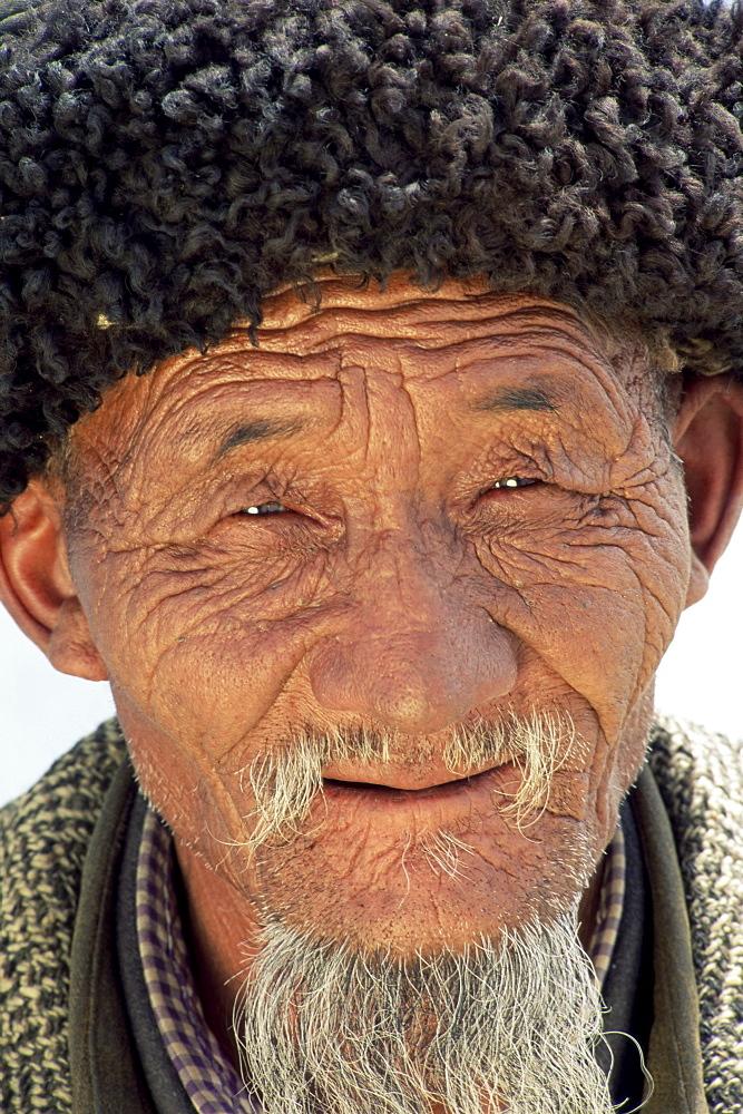 Portrait of an old Tajik man, Lake Kara Kul, Xinjiang, China, Asia - 450-3922