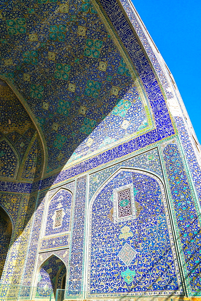 Tiled archway in Isfahan blue, Imam Mosque, UNESCO World Heritage Site, Isfahan, Iran, Middle East