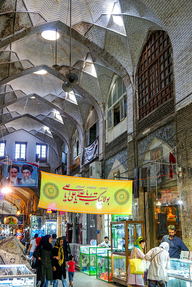 Vaulted arcade, Grand Bazaar, Isfahan, Iran, Middle East