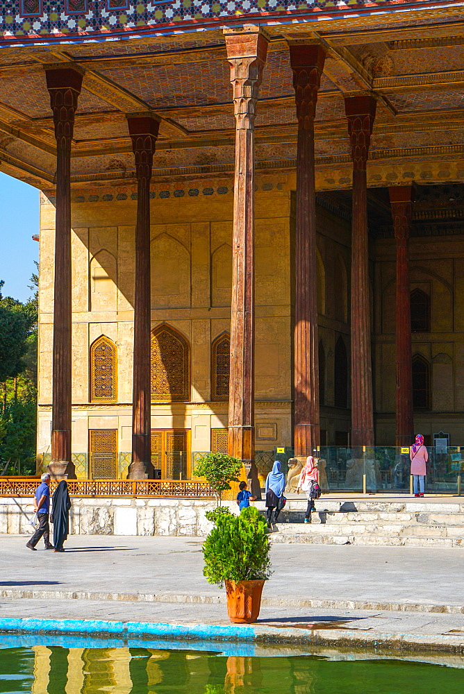Chehel Sotun (Chehel Sotoun) (40 Columns) Palace, Isfahan, Iran, Middle East