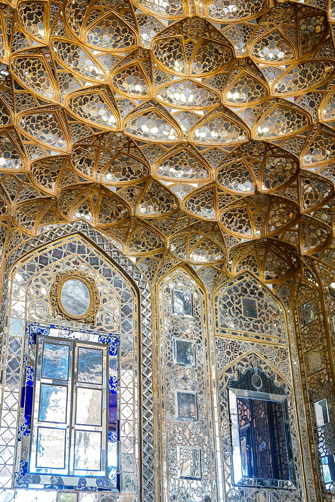Mirrored interior of Chehel Sotun (Chehel Sotoun) (40 Columns) Palace, Isfahan, Iran, Middle East