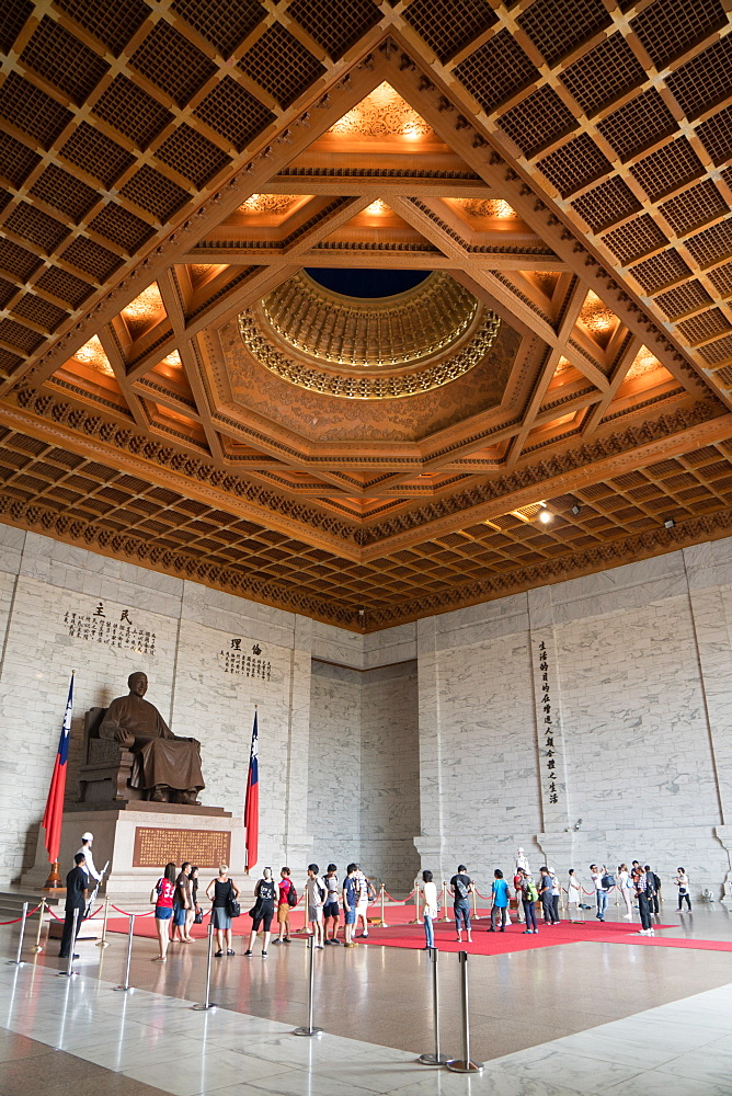 Soldier stands guard and tourists wander in front of large sitting statue of Chiang Kai-shek, Chiang Kai-shek Memorial Hall, Taipei, Taiwan, Asia