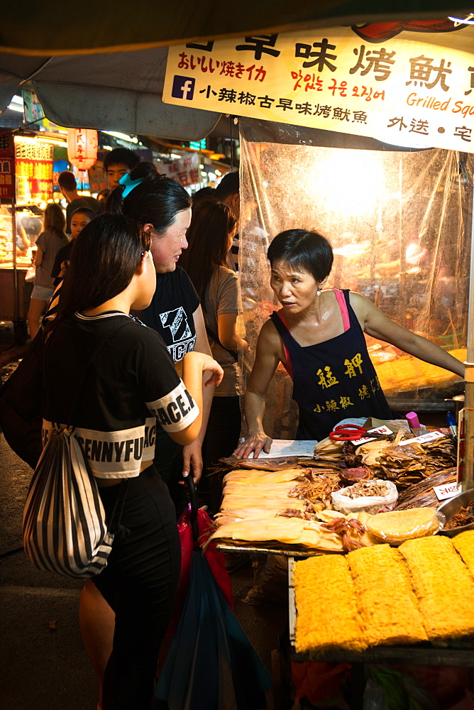 Vendor and customers, food stall, Shilin Night Market, Taipei, Taiwan, Asia