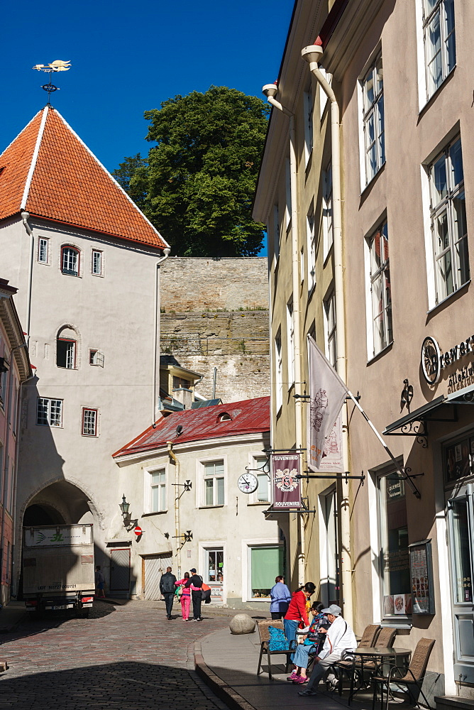 Visitors wander in streets off Town Hall Square on way to Toomea Hill, Old Town, UNESCO World Heritage Site, Tallinn, Estonia, Europe