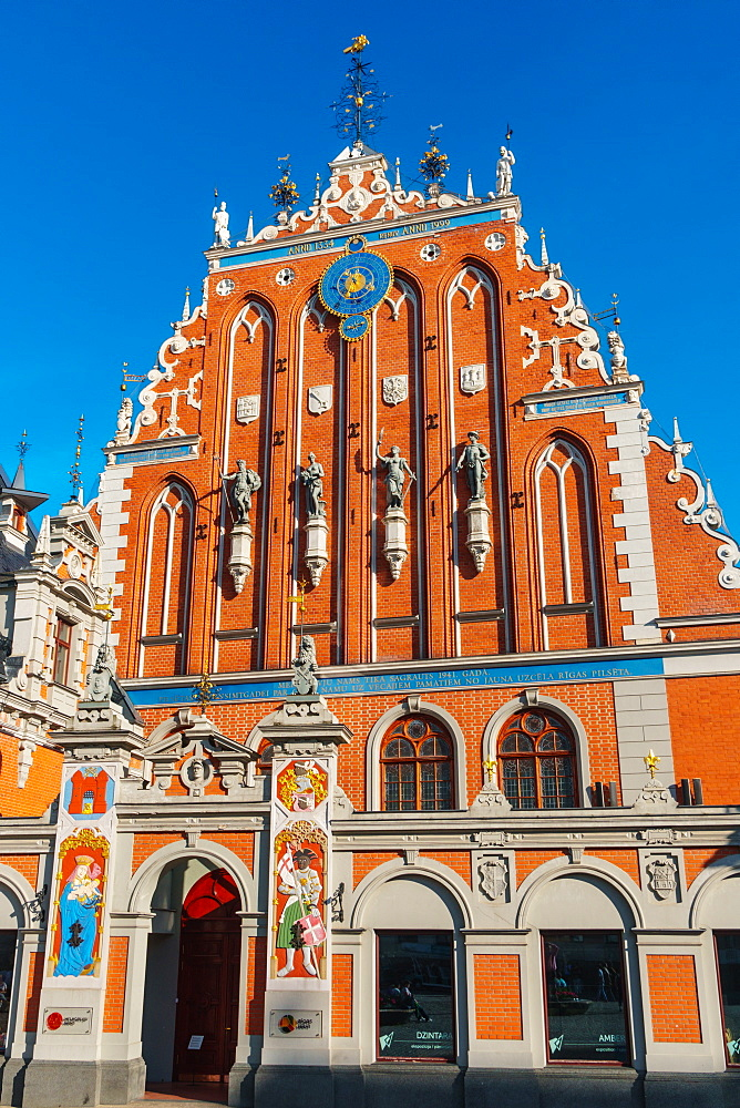 House of Blackheads (a Guildhall) reconstructed in 1999 as a symbol of national resurgence, UNESCO World Heritage Site, Riga, Latvia, Europe