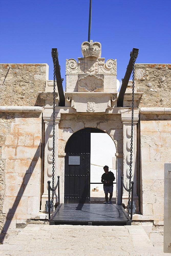 The Fort of Nossa Senhora da Penha de Franca, popularly known as the Fortaleza Ponta da Bandeira, built towards the end of the 17th century to defend the harbour, Lagos, Algarve, Portugal, Europe - 462-2467