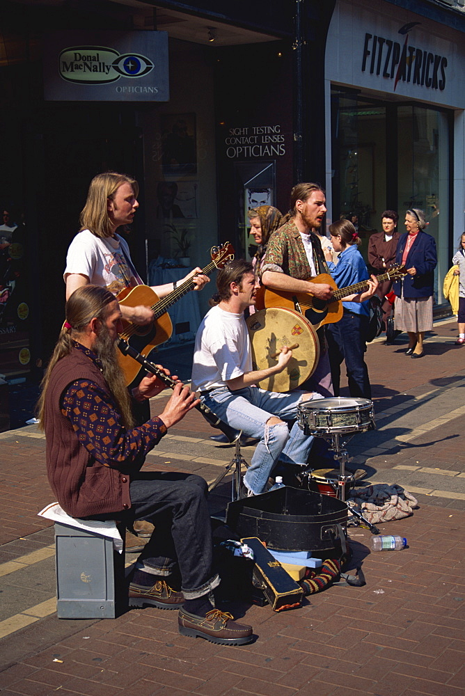 Band of buskers, Dublin, County Dublin, Republic of Ireland, Europe