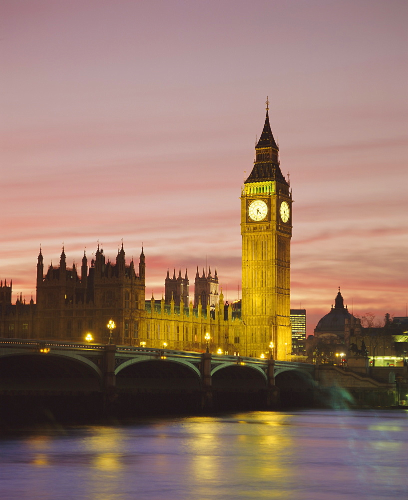 The River Thames, Westminster Bridge, Big Ben and the Houses of Parliament in the evening, London, England, UK