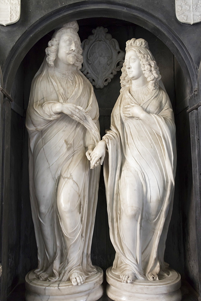 Effigies of Edward Noel Viscount Campden and his wife, St. James Church, Chipping Campden, Gloucestershire, Cotswolds, England, United Kingdom, Europe - 489-1695