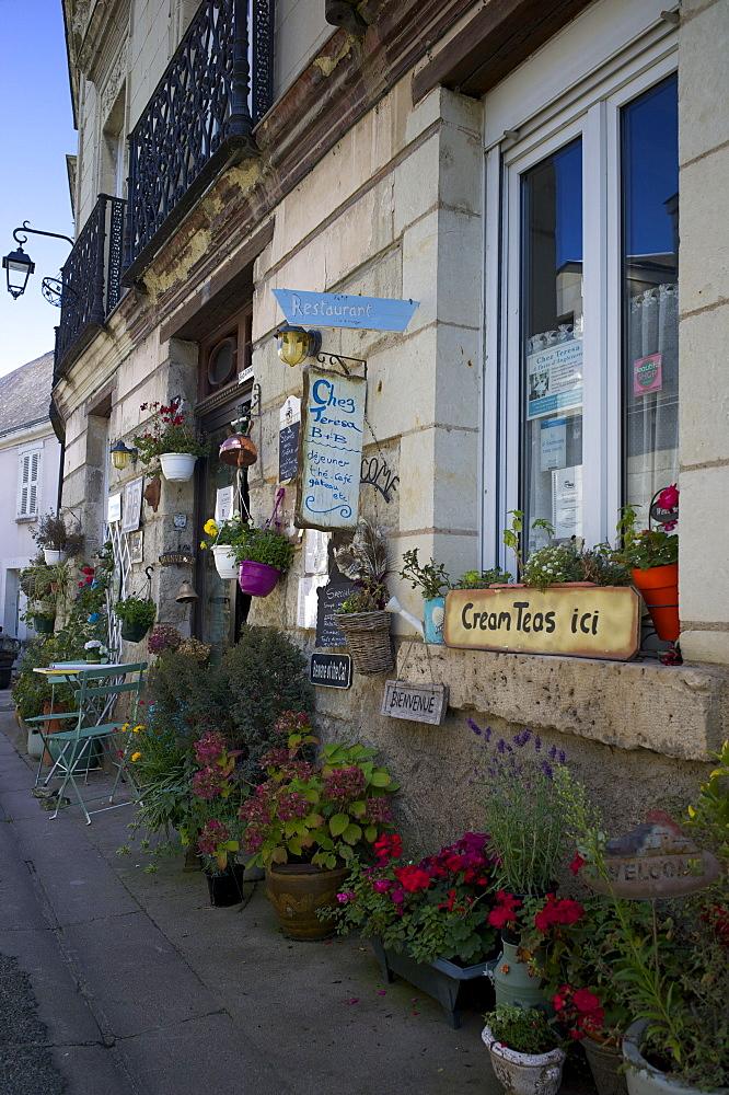 Cafe, Fontevraud L'Abbaye village, Maine-et-Loire, Touraine, France, Europe - 492-3507