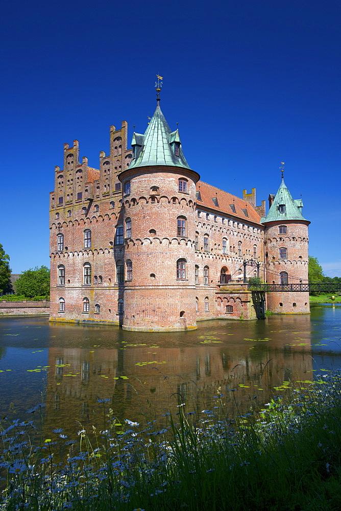 Egeskov Castle (Egeskov Slot), Funen, Denmark, Europe - 492-3628