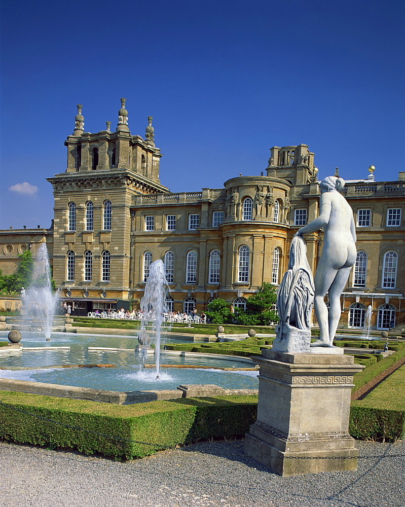 Water fountain and statue in the garden in front of Blenheim Palace, Oxfordshire, England, United Kingdom, Europe
