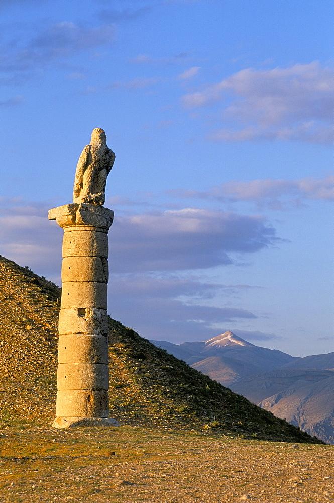 Karakus tumulus built by Antiochos Kommagena, between 69 and 34 BC, Nemrut Dag, UNESCO World Heritage Site, Anatolia, Turkey, Asia Minro, Asia