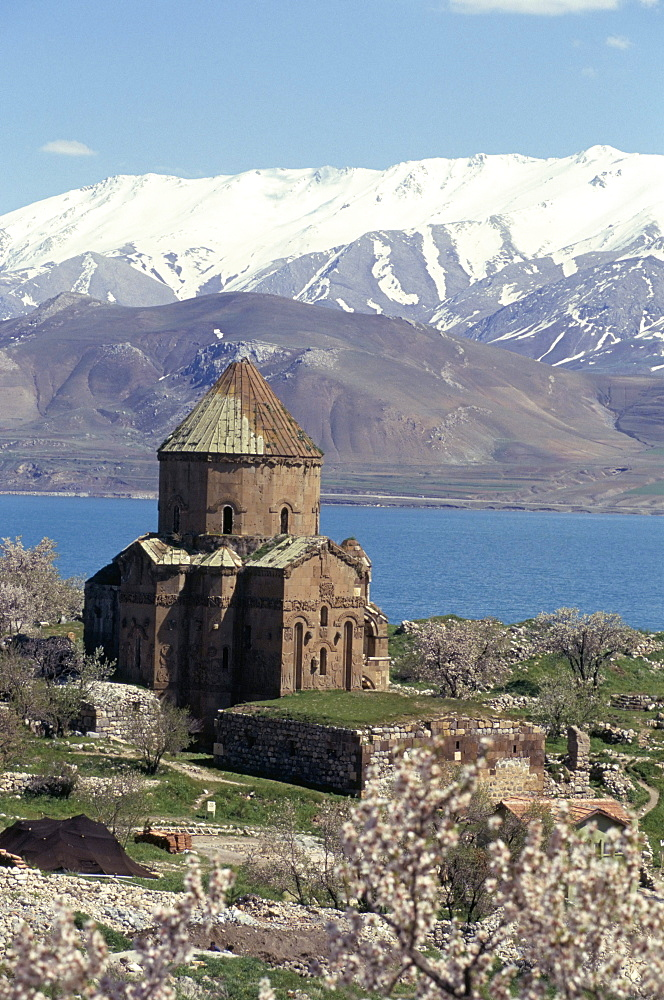 Armenian church of Holy Cross, Akdamar Island, Lake Van, Anatolia, Turkey, Asia Minor, Asia