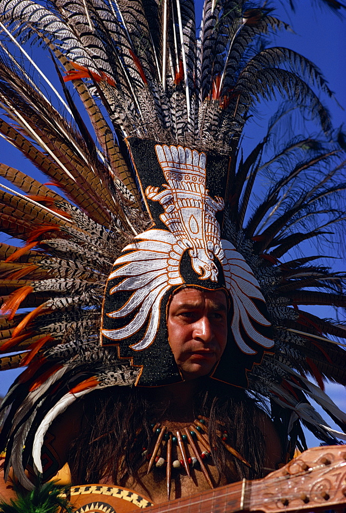 Native American wearing large head dress, Gallup, New Mexico, United States of America, North America