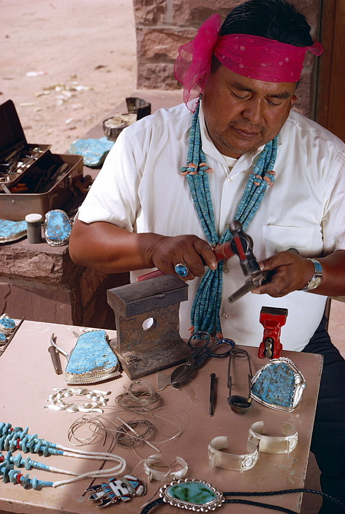 Indian craftsman making turquoise Zuni jewellery, New Mexico, United States of America, North America
