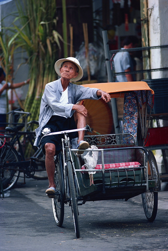 Cycle taxi rider resting, Singapore, Southeast Asia, Asia - 508-5998