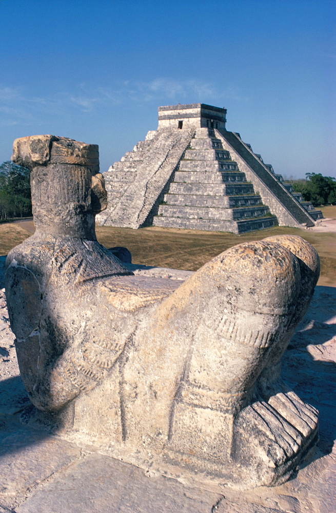 Kukulkan (El Castillo) from Temple of the Warriors, Maya Toltec site, Chichen-Itza, UNESCO World Hertiage Site, Yucatan, Mexico, North America