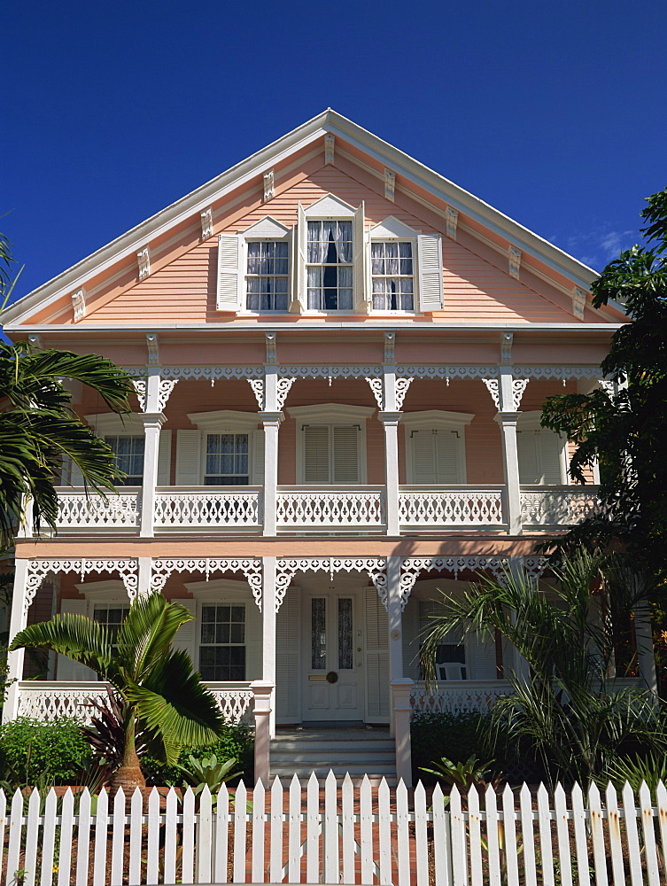 A gingerbread house with white fretwork and verandah, Key West, Florida, United States of America, North America *** Local Caption ***