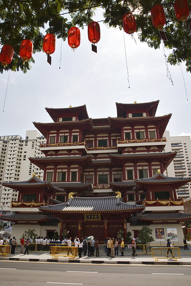 New Buddha Tooth Relic Temple and Museum on South Bridge Road, built as a Buddhist Mandala in Chinese Tang Dynasty style, dedicated to Maitreya, the future Buddha, decorated for Vesak Festival, Chinatown, Outram, Singapore, Southeast Asia, Asia - 586-1442