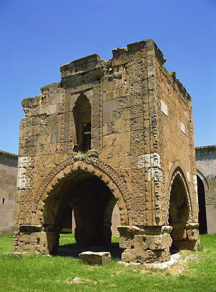 Sultan Hani Kervanserai near Sivas, a fine example of a Seljuk caravanserai mosque, Anatolia, Turkey, Asia Minor, Eurasia - 59-2295