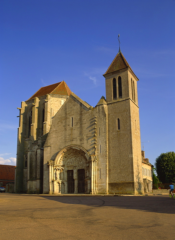 Former priory, St. Thibault, with exceptional choir and doorway, Auxois, Burgundy, France, Europe - 59-2704