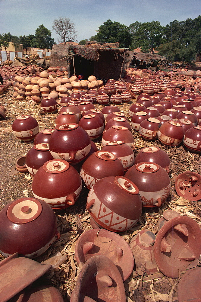 Decorated pots outside kiln, Mopti, Mali, West Africa, Africa