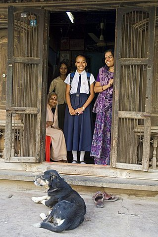 Typical family and school children, Maheshwar, Madhya Pradesh state, India, Asia