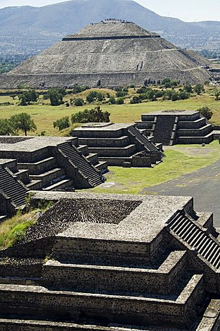View from Pyramid of the Moon of the Avenue of the Dead and the Pyramid of the Sun in background, Teotihuacan, 150AD to 600AD and later used by the Aztecs, UNESCO World Heritage Site, north of Mexico City, Mexico, North America