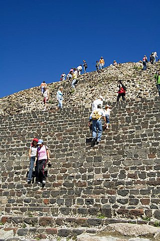 Tourists climbing up the Pyramid of the Moon, Teotihuacan, 150AD to 600AD and later used by the Aztecs, UNESCO World Heritage Site, north of Mexico City, Mexico, North America