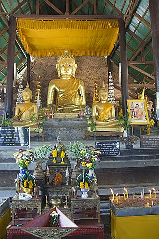 Wat Phra That Chedi Luang at Chiang Saen, Golden Triangle, Thailand, Southeast Asia, Asia