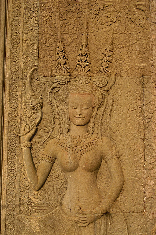 Detail of wall carving depicting an apsara at Angkor Wat, UNESCO World Heritage Site, Siem Reap, Cambodia, Indochina, Southeast Asia, Asia