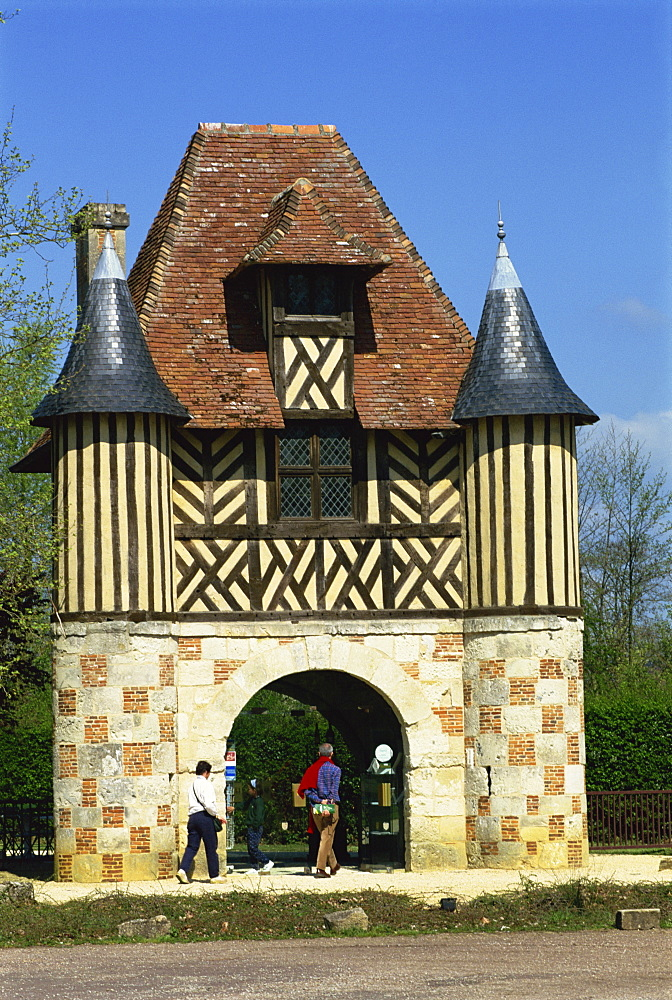 Gatehouse dating from the 15th and 16th centuries, Crevecoeur Manor, Basse Normandie, France, Europe