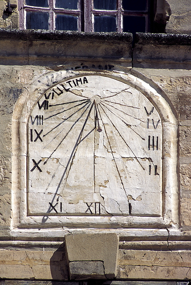 Sun dial dating from the 15th century, Rue des Halles, Old Town, Tarascon, Provence, France, Europe